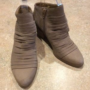 "LUCKY BRAND LEATHER ""ZAVRINA"" BOOTIE"